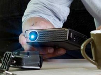 飞利浦投影机:更亮更智能 飞利浦PPX4935微投新品上市