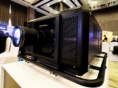 松下投影机:50000lm高亮松下投影机开拓激光投影事业新领域
