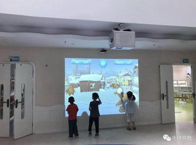 开学了,一块神奇的屏幕帮助他们考进清北
